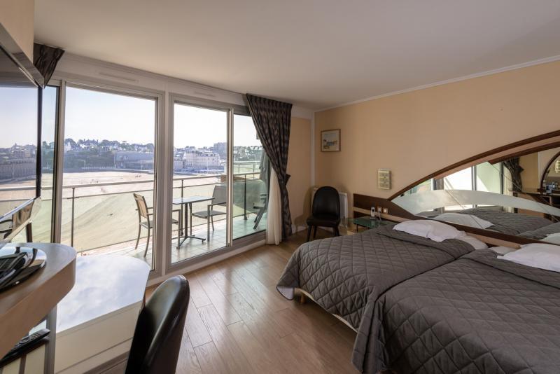 inter hotel le crystal. Black Bedroom Furniture Sets. Home Design Ideas